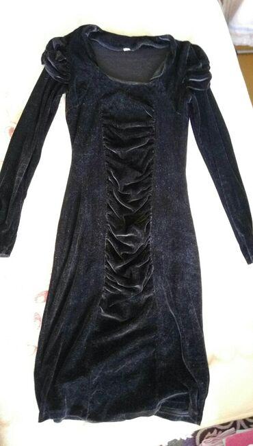 Платье чуть ниже колена под бархат в хорошем состоянии на размер