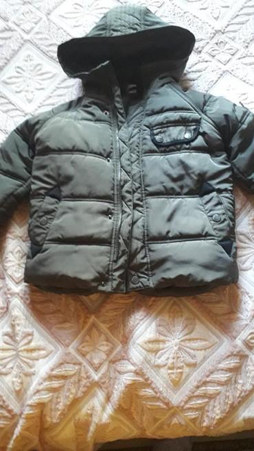 американская детская одежда в Азербайджан: Детская куртка на 4-5лет,в хорошем состоянии