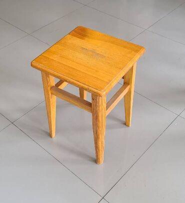Табурет деревянный, Б/у- размер сиеденья 34 см х 34 см, высота 46 см