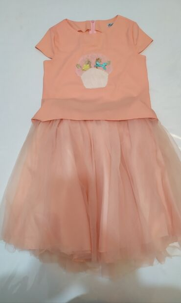 Наборы в Лебединовка: Комплект блузка+ юбка на 5-6 лет. отличное состояние один раз одето на