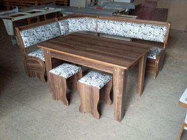 Künc dəsti. Kod:18 Dəst 1 masa, 1 künc divanı və 2 taburetkadan ibarət
