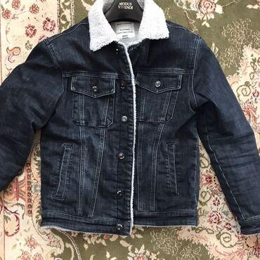джинсовое платье на пуговицах в Кыргызстан: Джинсовое куртка оригиналПочти как новое Пару раз одевалРазмер М