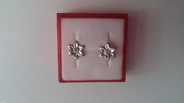 Mindjuse od srebra u obliku cvetica sa po jednim cirkonom u - Belgrade
