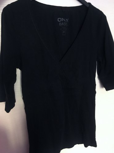 Kaput-crna-boja - Srbija: Only crna majica ma preklop, vel m. Boja intenzivno crna, bez