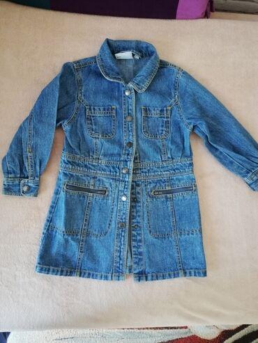 Dečija odeća i obuća - Sremska Kamenica: Prodajem teksas mantil za devojcice 104 velicina. 100 %pamuk. Duzina