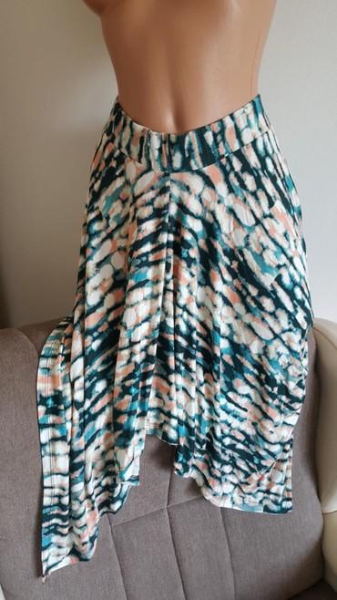 C&A nova suknja, nije ravnog kroja, ima repove; na njoj naglasena - Arandjelovac