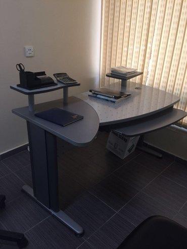 Bakı şəhərində  cox az ishlenen ofis masasi satilir. hesenogludan alinib