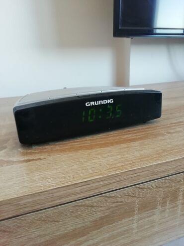 Grundig - Srbija: Radio budilnik Grundig. Dimenzije visina4cm,širina 19 cm, dubina
