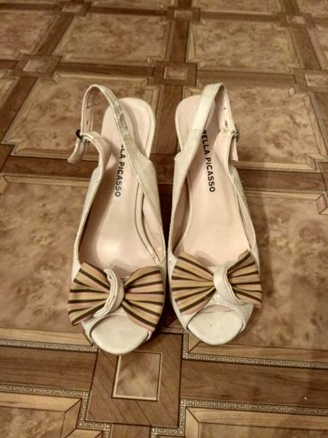 Продаю босоножки 37 размера,цвет бежевый,высота каблука 11см. в Бишкек