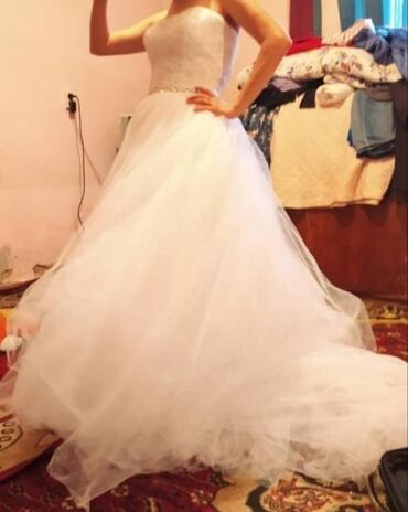 свадебное платье размер 46 48 в Кыргызстан: Срочно продаю свадебное платье со шлейфом, корсет обшить красивыми