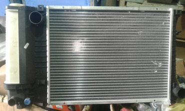 Радиатор на Бмв Bmw Е36 без кондиционера !!! цена 3700 в Бишкек
