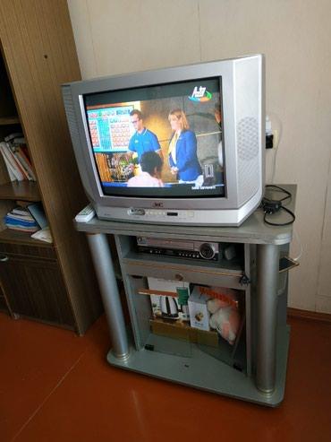 Bakı şəhərində JVC televizor satılır. Altlığı ilə birlikdə satılır. Heçbir