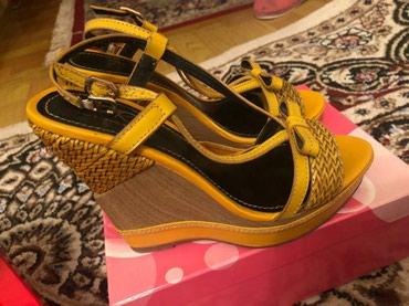 Продаю кожаные босоножки 37 размер. один раз только одевала состояние  в Бишкек