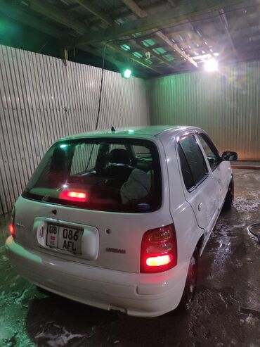 Nissan March 1.3 л. 2001   200000 км