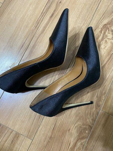 мужские-туфли-бишкек в Кыргызстан: 34-35 размер. Две пары! Одели один раз! Причина продажи: жмут!На очень