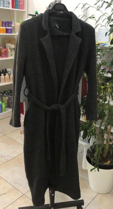 Лёгкое пальтоб/у в хорошем состоянии. 48 размер