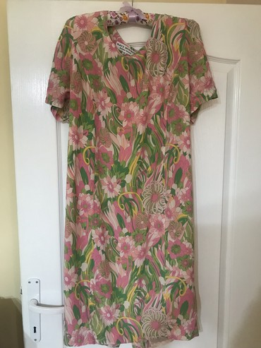 Prelepa svilena haljina sarena, vel 46 ali italijanski broj vise - Kraljevo