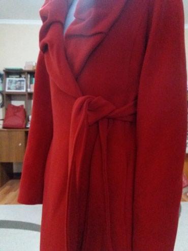 Пальто) красное и шикарное) в отличном состоянии,  в Бишкек