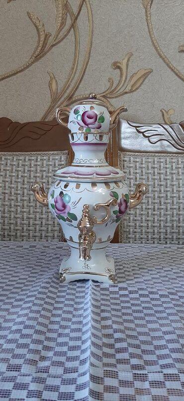 somavar - Azərbaycan: Somavar suvener. Üstündəki çaynik özünə bitişik deyil