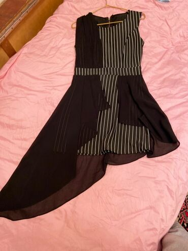 Платье чуть выше колен,размер S интересный шлейф