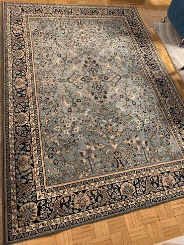 Prodajem vuneni tepih. Dimenzije 166x235cm.Očuvan i izuzetnog