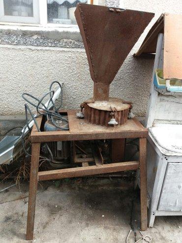 Продаю зерно дробилку 3ф цена 15000с в Шопоков