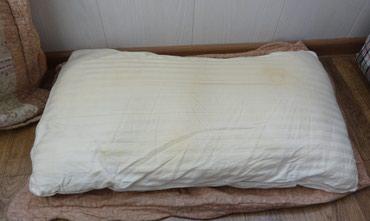 Подушка б/у холлофайбер 40*70 см. Чехол снимается. в Бишкек