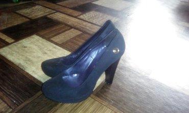 biryuzovye tufli в Кыргызстан: Продаю туфли. скрытая платформа. высота каблука 11 см. туфли с