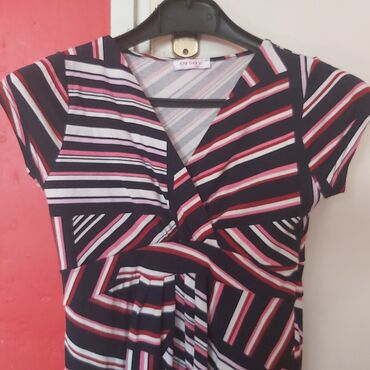 Orsay šarena letnja haljina od rastegljivog materijala.Potpuno nova