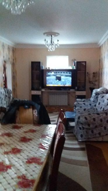 Bakı şəhərində Kurdaxani qesebesinde heyet evidi 4 sotun icinde 4 otaqli acig balkonu