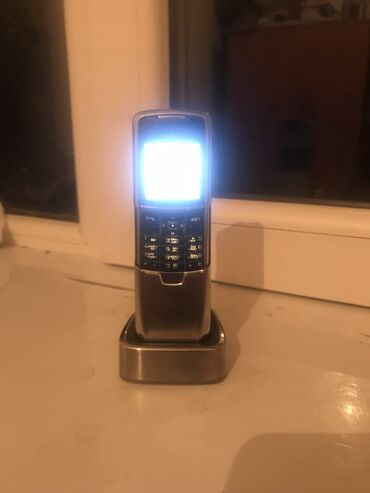 nokia 8800 gold в Азербайджан: Nokia 8800 problemi yoxdu ele veziyyetde ustunde postafka adaptor