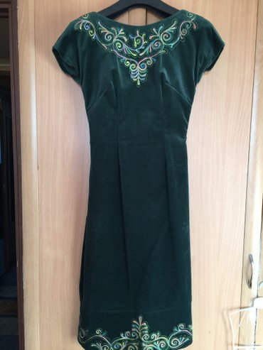 Дизайнерское платье с болерошкой от Айпери Обозовой, бархат, размер s. в Бишкек