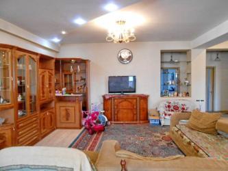 Продается квартира: 4 комнаты, 200 кв. м