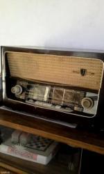Za kolekcionare radio je iz 1959 god. Ne znam da li je ispravan, gori - Beograd