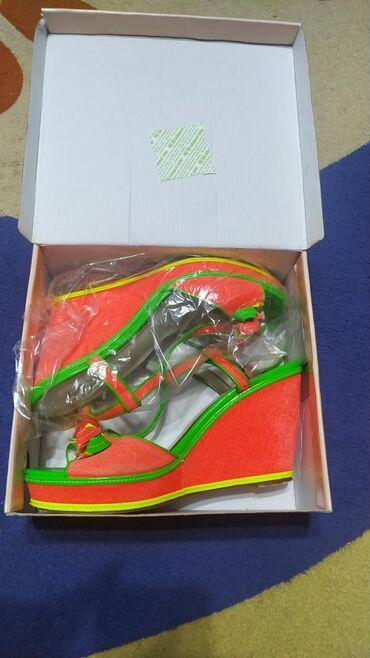 Босоножки на лето, размер 40, яркие, на платформе) В коробке, состояни
