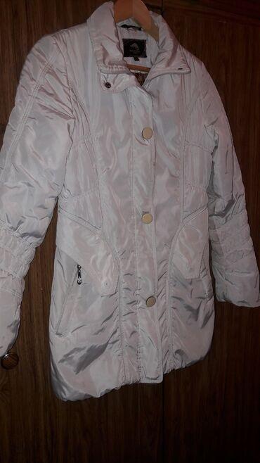 Куртки - Кок-Ой: Продаю куртку демисезонную.Есть капюшон.Качество хорошее.Размер 46-48
