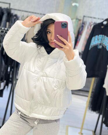 Белоснежная куртка отличное качество Размер стандарт