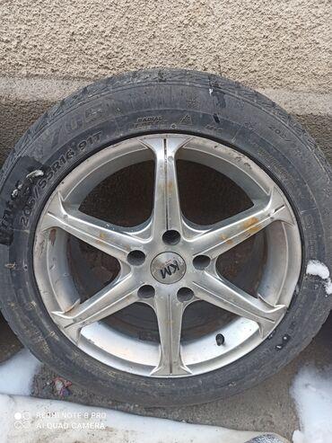 шина 19565r15 в Кыргызстан: Продаю зимние шины + диски в подарок ( 2шт одинаковые диски и 1шт