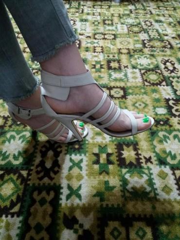 роликовые ботасы в Кыргызстан: Босоножки 38 размер, обменяю на ботасы женские или продам