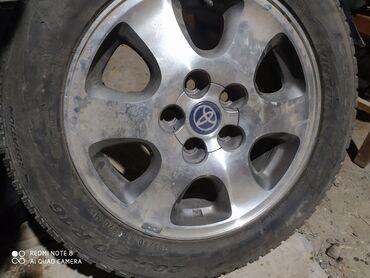 купить шины 205 55 16 лето в Кыргызстан: Продаю комплект дисков на ипсум с зимними шинами липучки в отличном