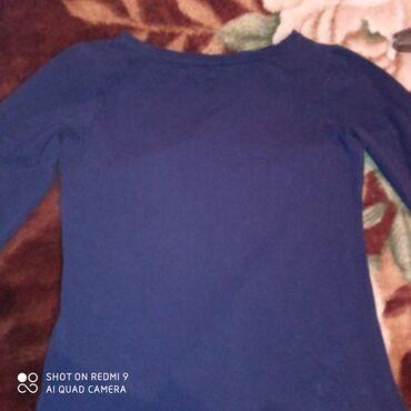 Синяя футболка с рукавами 3/4. Носили один раз. Дизайн надписи сам с