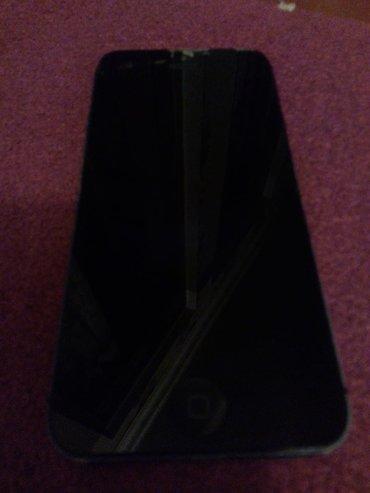 İphone 5 satılır ikloudu falan yoxdu arxada cuzi eziyi var real aıcıya