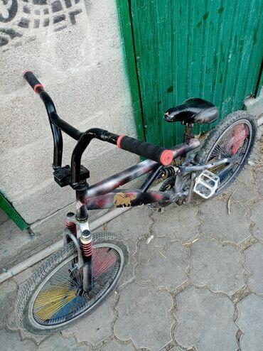 Продаю велосипед в неплохохом состоянии, есть не большие люфты, спушен