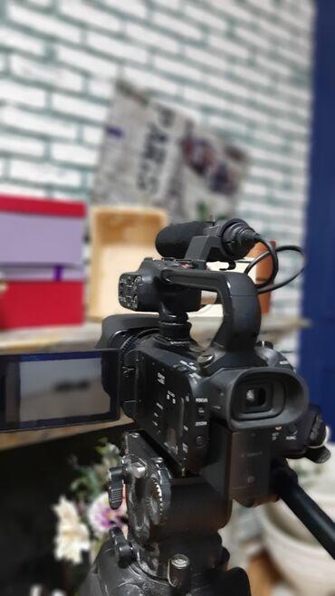 фотоаппарат canon 10d в Кыргызстан: Срочно продается профессиональная видеокамера Canon xa 30 в отличном