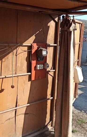 Гаражи - Бишкек: Продаю гараж в ГСК 46 12 микр. возле церкви. Пол бетонирован., есть