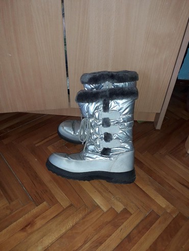 Jako dobre zimske cizme prelepe i bas su tople - Kragujevac