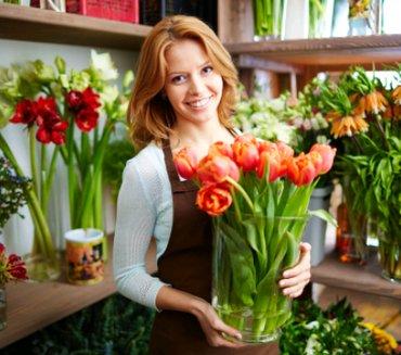 Требуются в магазин цветов  флорист можно без опыта. в Бишкек