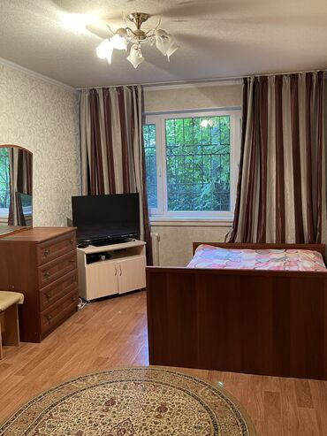 суточный 1 комнатная квартира в караколе in Кыргызстан | ПОСУТОЧНАЯ АРЕНДА КВАРТИР: 1 комната, Постельное белье, Парковка, Бытовая техника, Без животных