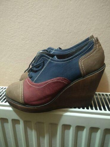 Zenska obuca - Srbija: Zenske cipele na platformu, kozne sarene br. 39.Obuvene samo par puta