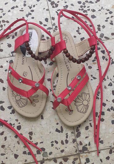 Ženska obuća | Kula: Sandale - rimljanke, pertlaju se oko nogu. Malo nosene, naznacena